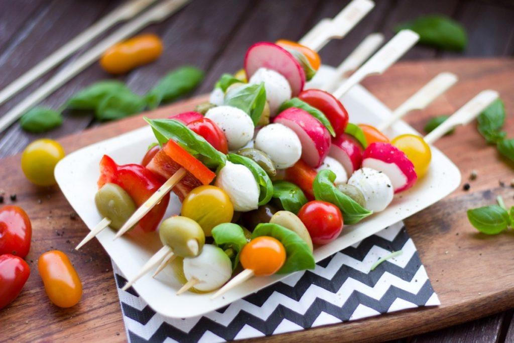 Vegetarian starter with vegetable brochettes