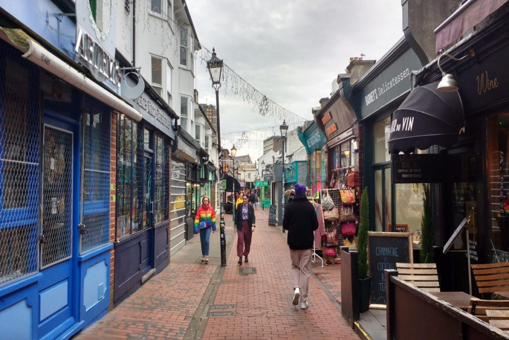 Shopping in the North Laines Brighton_Fotor