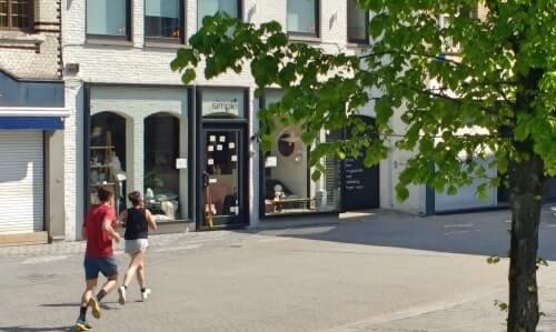 Running past popular Veemarkt in Mechelen